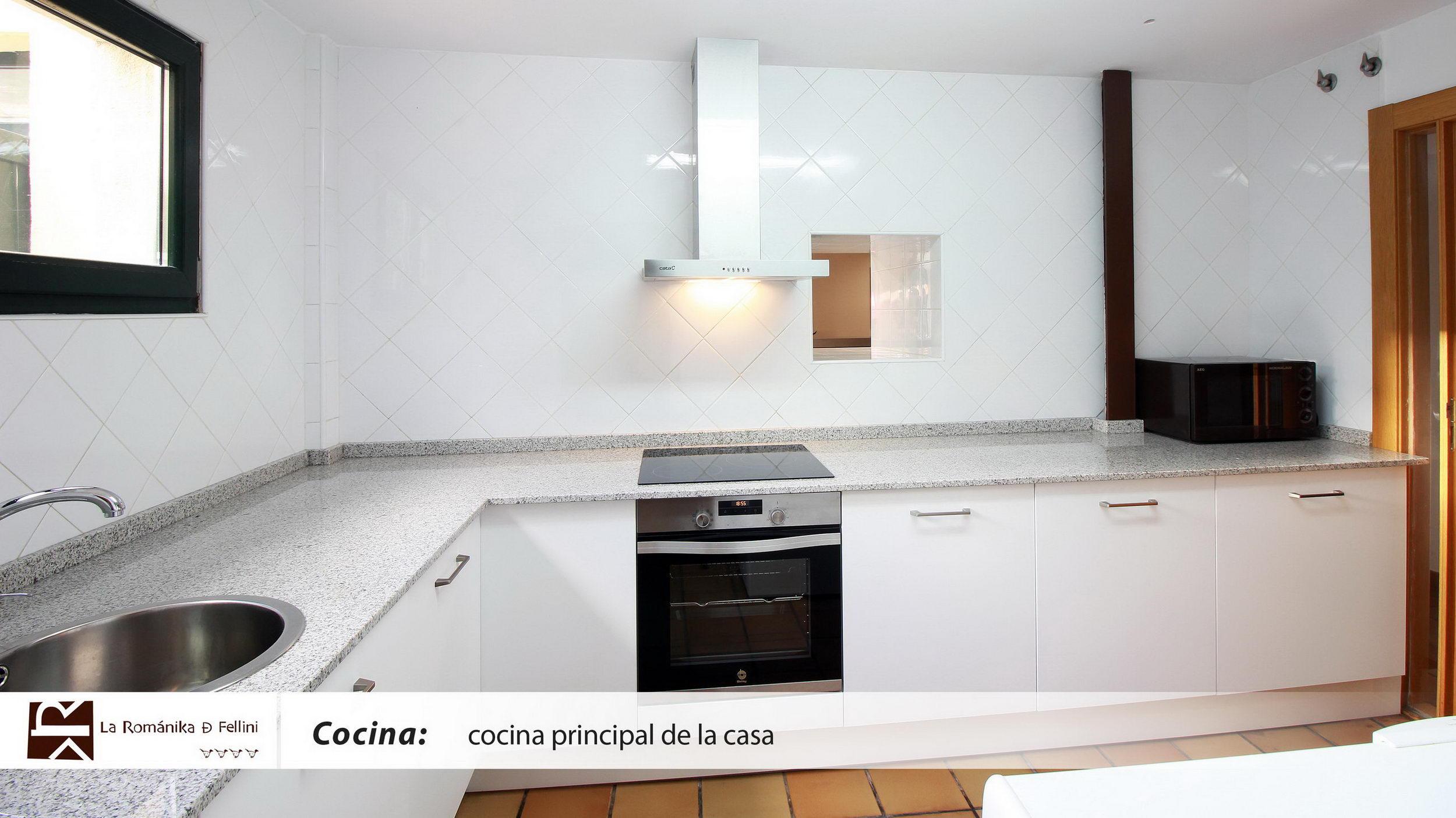 4-LaRomanikaDeFelliniCocinaYAseos-02